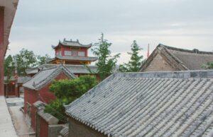 Крыша монастырей из черепицы в китайском стиле